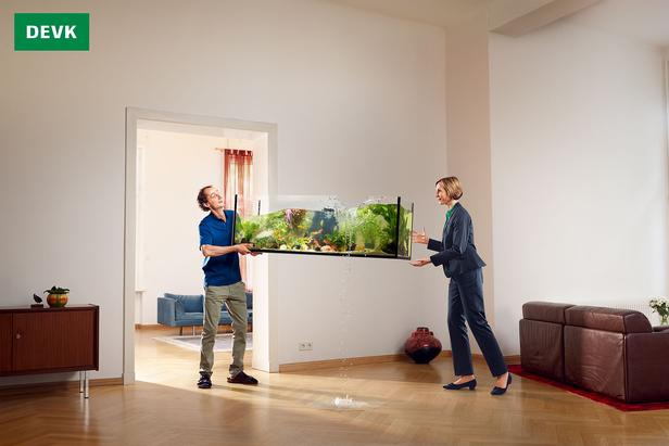 39 gesagt getan geholfen 39 zwei kampagnen motive f r die devk von fotograf maak roberts c o. Black Bedroom Furniture Sets. Home Design Ideas