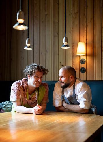 """WILDFOX RUNNING: Markus Altmann for  Electrified Magazine with """"Nobelhart und Schmutzig"""""""