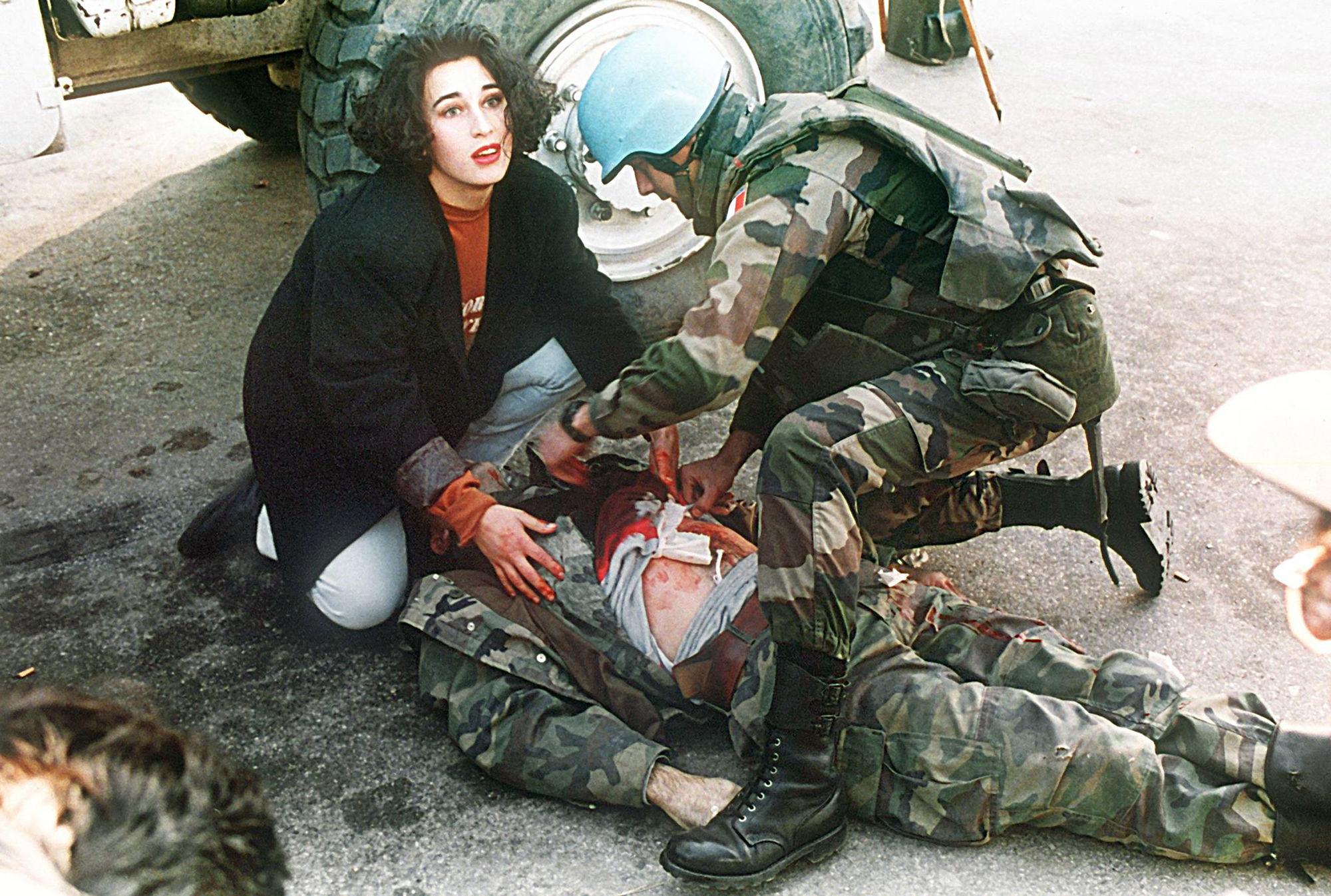 GOSEE ART: Sterbender bosnischer Soldat, Sarajevo, Bosnien,  21. November 1994 © Anja Niedringhaus/EPA