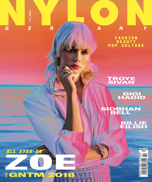 RETUSH CREATIVE RETOUCHING : Post Production fo the new NYLON Magazine Cover and Editorial shot by FELIX KRÜGER