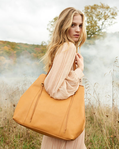 KRISTINA KORB GMBH: Anne Menke for HOBO Bags
