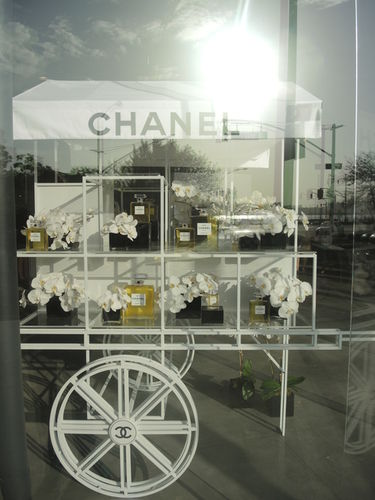 CHANEL N5 IN A NEW LIGHT EXHIBITION