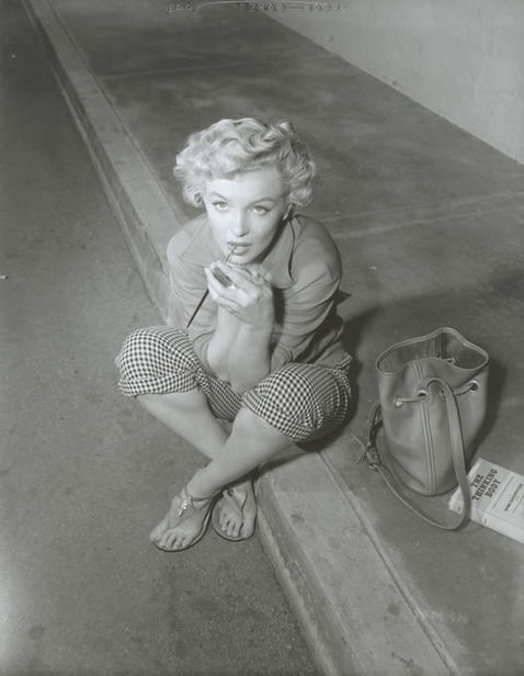 GLAMOUR OF THE GODS : Marylin Monroe by Ernest Bachrach, 1952 (National Portrait Gallery)