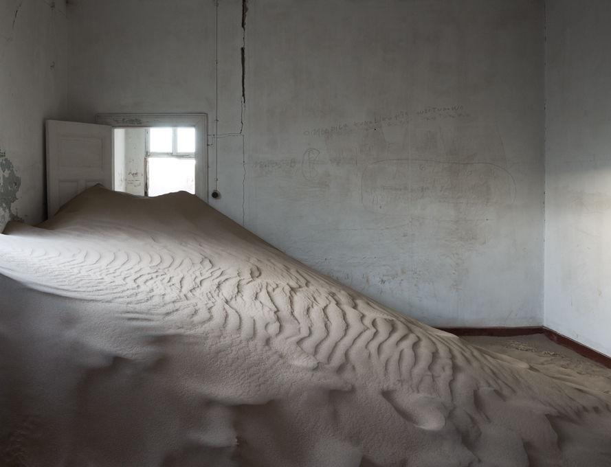 Galerie Maria Lund presents Helene Schmitz 'Earthworks'