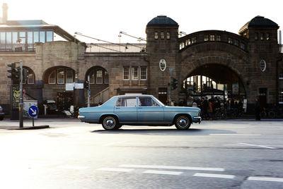 Opel Kapitän auf Hafenrundfahrt