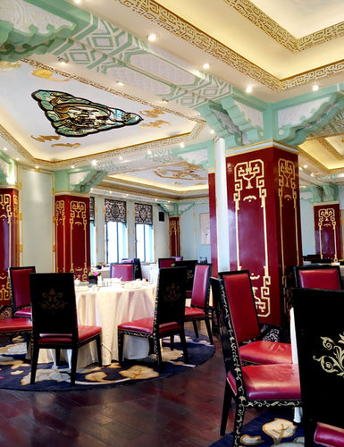 """The glorious Chinese restaurant """"Dragon Phoenix"""" at the peace hotel in Shanghai"""