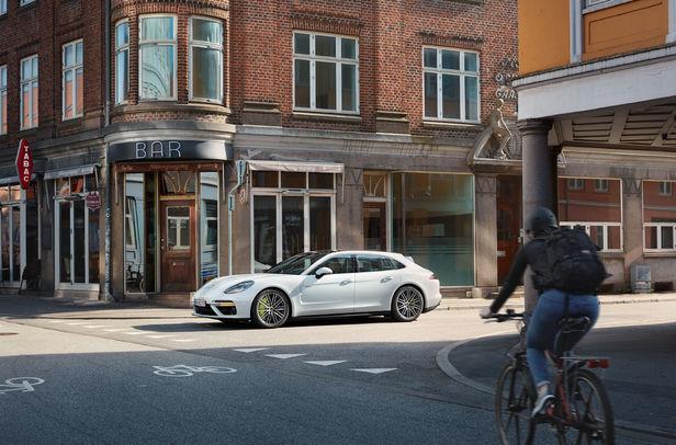 WILDFOX RUNNING: Markus Altmann in Aarhus Denmark for Porsche
