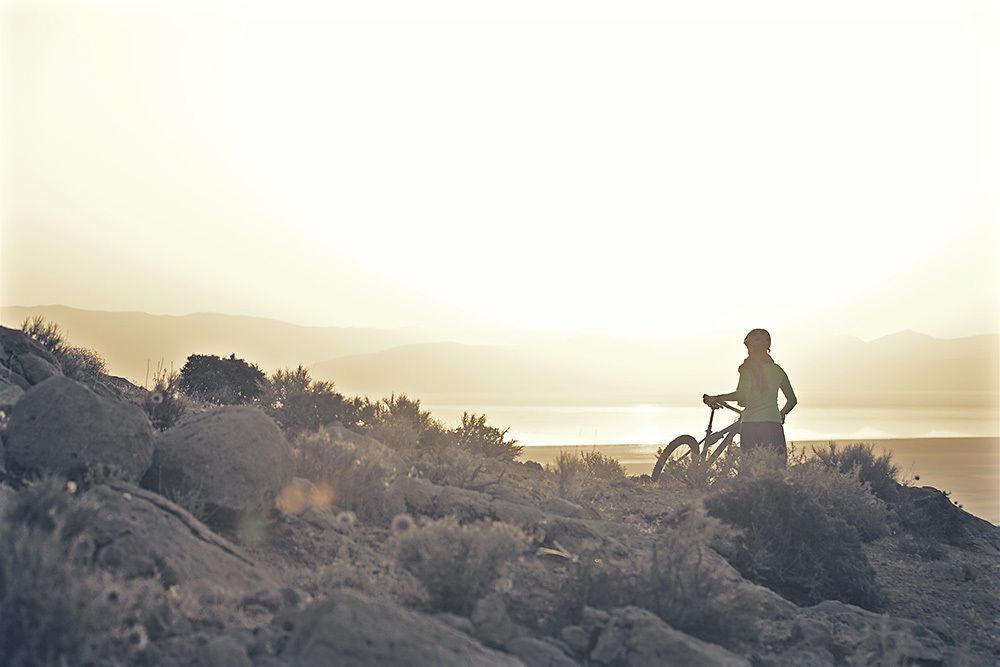 Andrea Gaspar-Klein c/o AVENGER PHOTOGRAPHERS - mountain biking in Iran