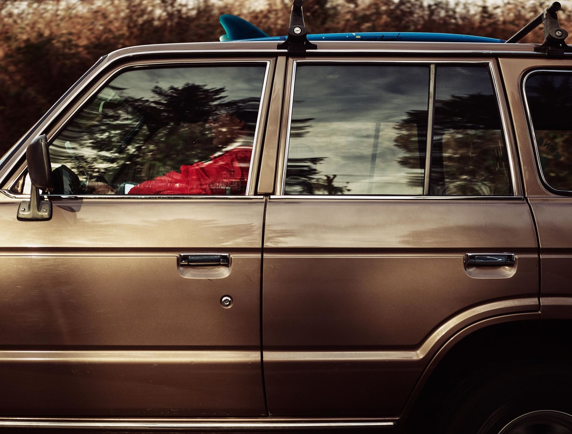 JEFF LUDES shoots a vintage Toyota FJ60 on the Oregon Coast