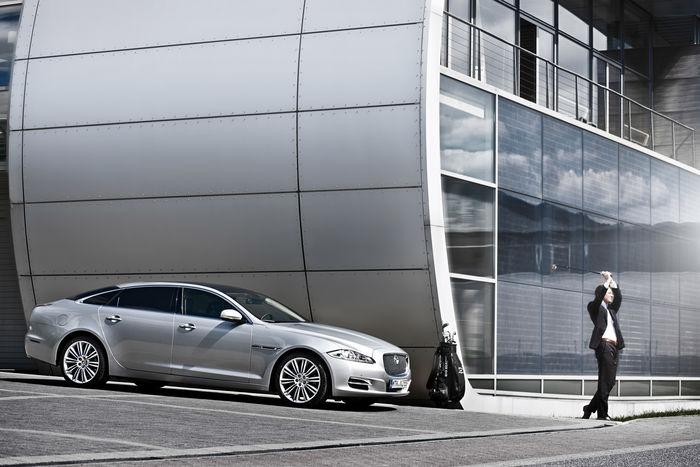 NILS HENDRIK MUELLER, Advertising & Transportation Photography  for Jaguar