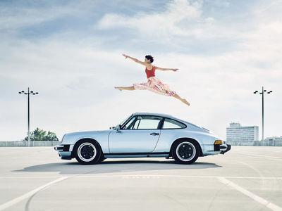"ROCKENFELLER & GöBELS: ""DANCER LIA WITH A PORSCHE 911 FROM 1981"" BY MICHAEL HAEGELE"