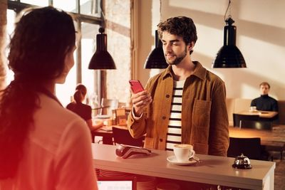 """Matthias Wehofsky fotografiert die """"Apple Pay"""" Motive für den Kunden Sparkasse und die Agentur Plantage ix im Auftrag von AprilMay productions"""