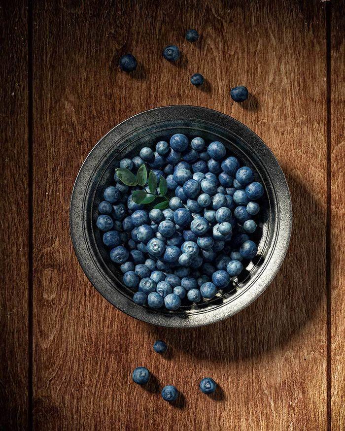 Bowl with blueberry   •   RALF KUNSTMANN ILLUSTRIERT...