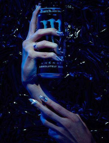 """Mathilde Karrèr """"Masquerade"""" für MIRROR MIRROR Magazine"""