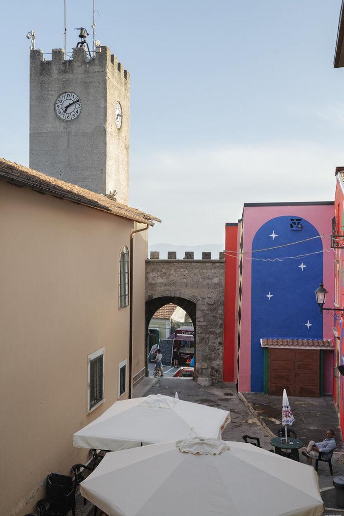 Agostino Iacurci c/o 2AGENTEN : Cardi (1571-2021) Wall painting, dimensions variable Borgo Universo, Aielli
