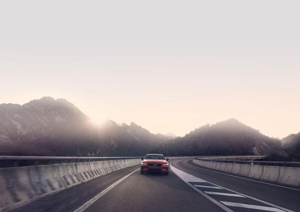 ROCKENFELLER & GöBELS TRANSPORTATION SPECIAL: VOLVO S60 BY PATRIK JOHALL