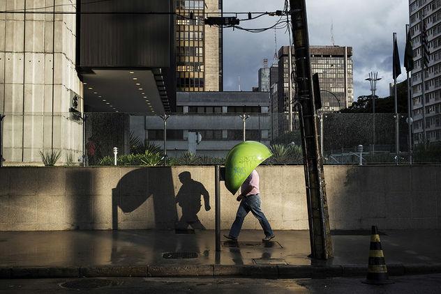 "EDITION LAMMERHUBER presents Gustavo Minas ""MAXIMUM SHADOW MINIMAL LIGHT"""