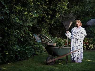 Art Streiber c/o GIANT ARTISTS  photographed the inimitable Catherine O'Hara via drone for Vanity Fair