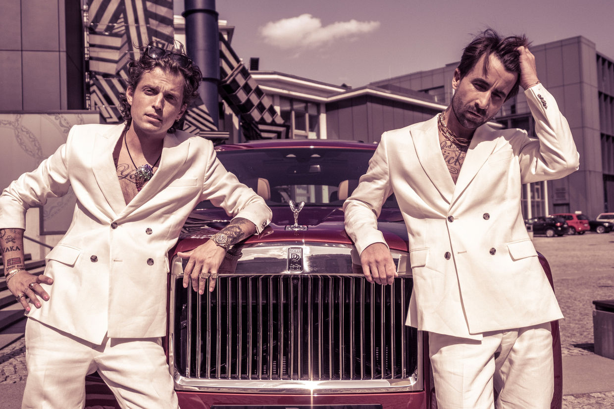 DENIZ SAYLAN photographs the new Rolls Royce Cullinan with the Dandy Diaries in Berlin at KPM