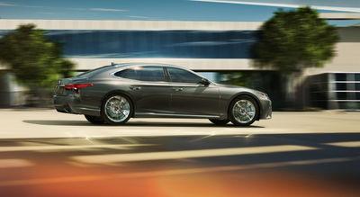 RECOM CGI : Lexus LS