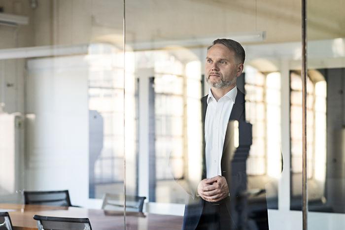 NILS HENDRIK MUELLER, Dirk Huesmann, CEO / Corporate Portrait for wirDesign