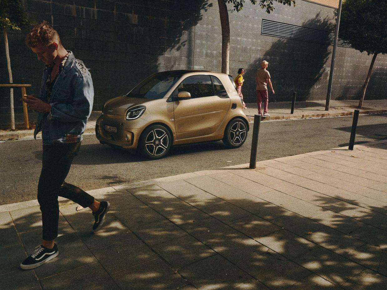 RECOM CGI : Smart EQ - Campaign - Damien de Blinkk