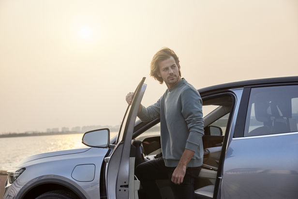 MARION ENSTE-JASPERS : Henrik JAUERT for ENOVATE Automotive