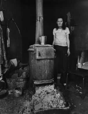 Shelby Lee Adams : Salt & Truth - Lonnie with Stove, 1987