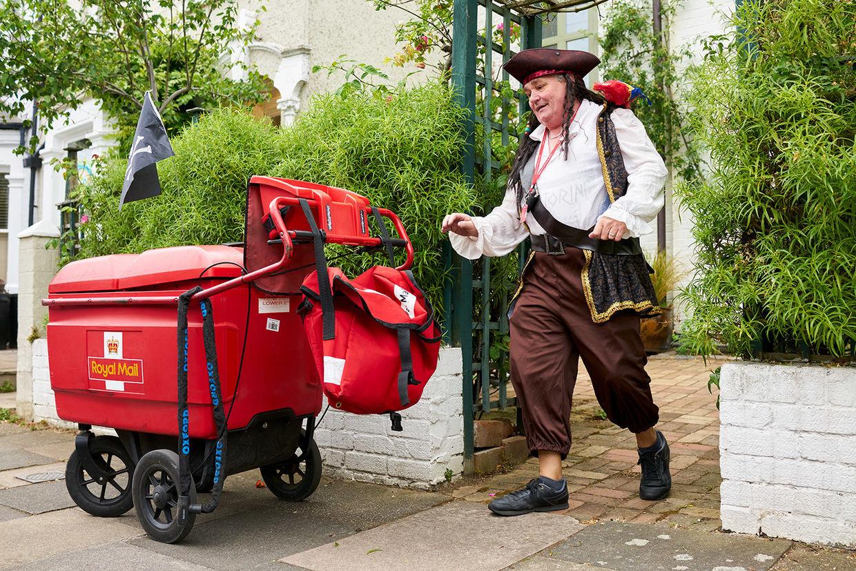 JSR AGENCY: Arnhel DE SERRA follows Richard the Putney Postman