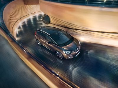 MARKUS WENDLER for RENAULT SCENIC & GRAND SCENIC campaign