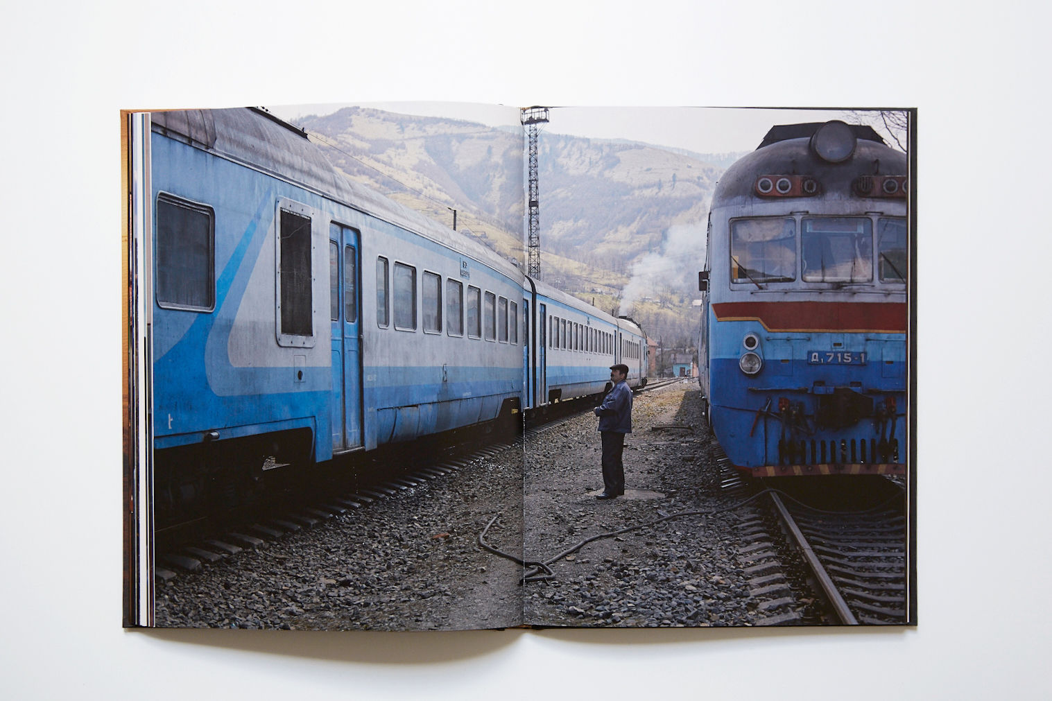 Kosmos Train by JANINE GRAUBAUM