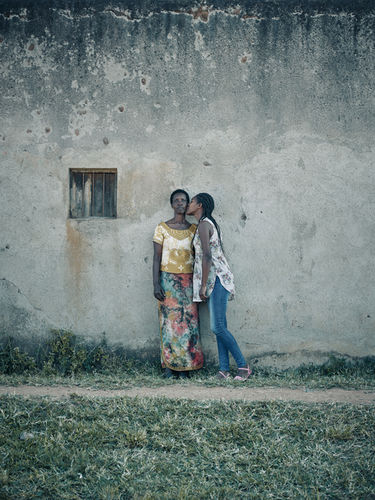 Olaf Heine 'Rwandan Daughters' / Hatje Cantz