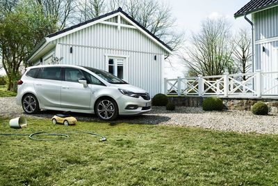 JAN FRIESE for Scholz&Friends / OPEL ZAFIRA