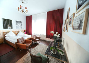 marsil apartment hotel - red room