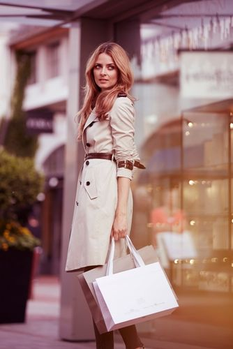 JANVIER BURGER & STASCH for CHIC OUTLET SHOPPING / VALUE RETAIL