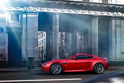Aston Martin - untypisch britisch in Rot