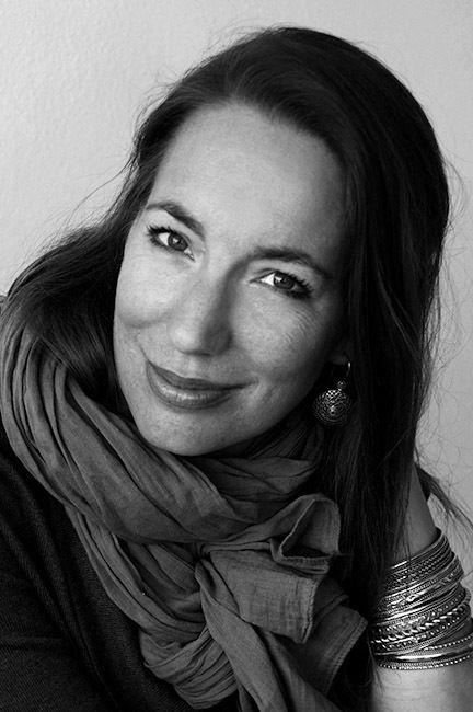 """EDITION LAMMERHUBER presents Ann-Christine Woehrls """"DER FRIEDEN TRÄGT DEN NAMEN EINER FRAU"""""""