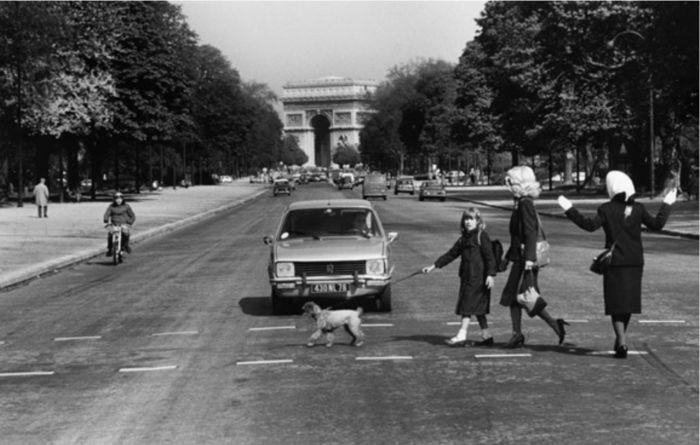 Roger Melis, Avenue Foch, a.d.S. Paris zu Fuß © Nachlaß Roger Melis / Mathias Bertram, Courtesy: argus fotokunst | EMOP 2020
