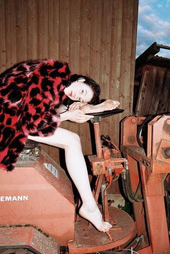 LIGANORD HAMBURG/BERLIN Alexandra Heckel / Styling & Helena Narra / Hair Make-up für L'Officiel