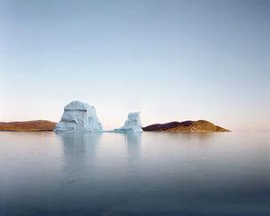 ALFRED-ERHARDT-STIFTUNG : Olaf Otto BECKER *northbound – Greenland 2003-2006* Iceberg Rodebay, 69° 22' 16'' N, 50° 54' 08'' W,  Juli 2003