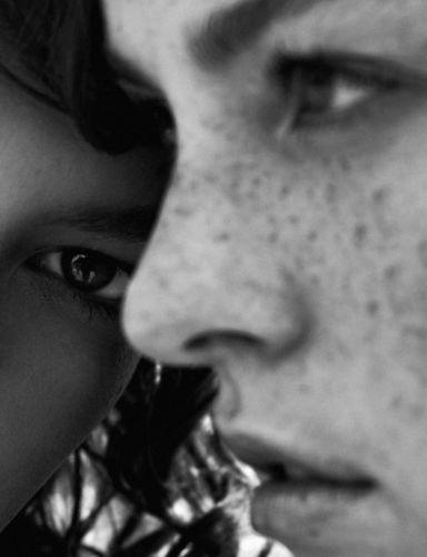 TOBIAS WIRTH C/O TOBIAS BOSCH FOTOMANAGEMENT FOTOGRAFIERT DAS EDITORIAL 'ME AND YOU' FÜR EIN000 MAGAZINE