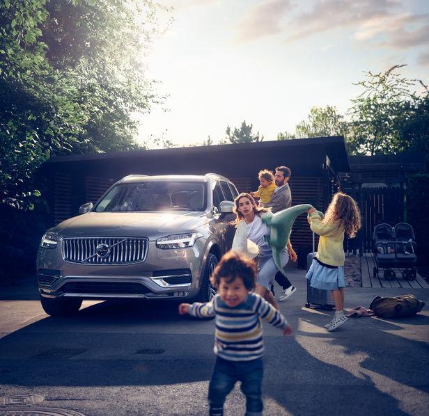 "ROCKENFELLER & GöBELS: Volvo Campaign ""Volvo XC 60"" by Patrik Johall"
