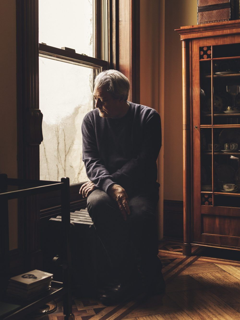 Dustin Aksland c/oGIANT ARTISTS captured quiet moments with author Paul Auster in his Brooklyn home for the latest issue of Lufthansa Magazine