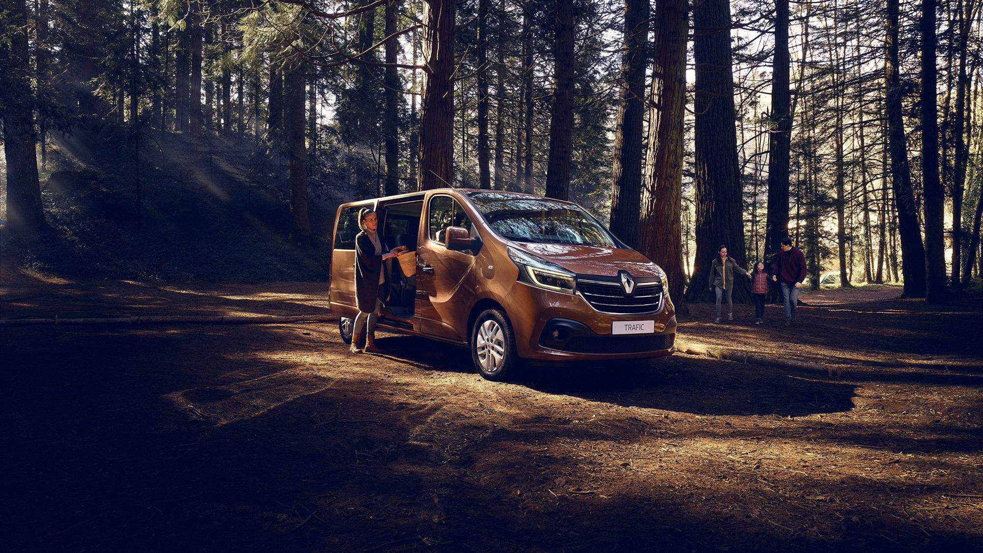 UPFRONT PHOTO & FILM GMBH: Thomas Motta for RENAULT