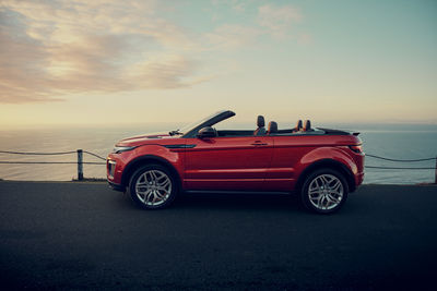 VICTOR JON GOICO with the Rang Rover Evoque Cabriolet and Denis enjoying the sun