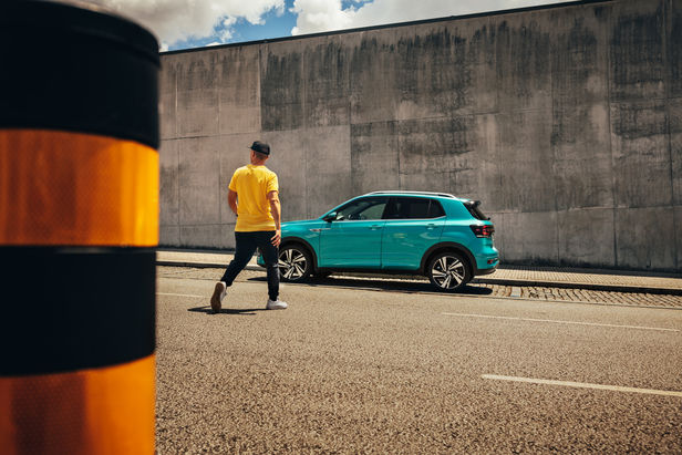 GEORG ROSKE C/O TOBIAS BOSCH FOTOMANAGEMENT FOTOGRAFIERT VW T-CROSS SOCIAL MEDIA KAMPAGNE IN PORTO