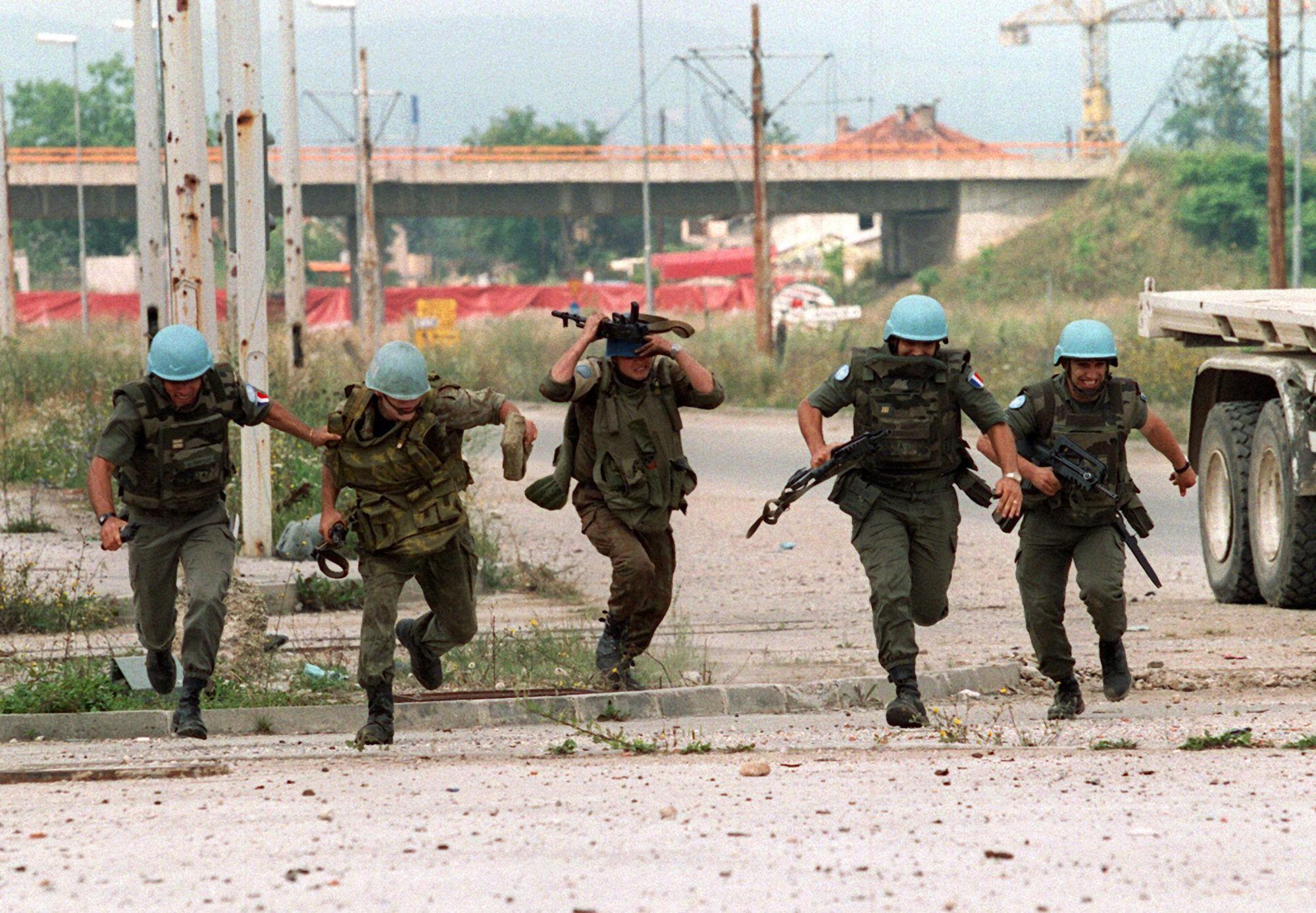 GOSEE ART: UN-Soldaten unter Beschuss, Sarajevo, Bosnien,  20. Juli 1994  © Anja Niedringhaus/EPA