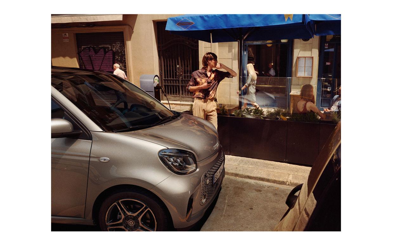 EMEIS DEUBEL: Damien & Leila de Blinkk shoot smart for BBDO Berlin