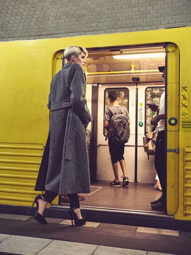 TOBIAS BOSCH FOTOMANAGEMENT: TOBIAS WIRTH FOTOGRAFIERT EDITORIAL 'ONE DAY IN BERLIN' FÜR AKTUELLE ELLE SERBIA