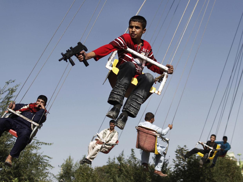 GOSEE ART: Junge mit Spielzeugwaffe, Kabul, Afghanistan,  20. September 2009  © Anja Niedringhaus/AP